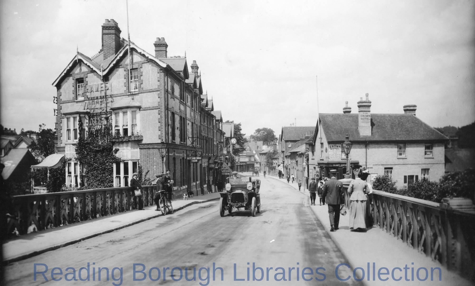Bridge Street, Caversham, looking northwards from Caversham Bridge, 1908