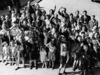 Morden Children Leaving for Camp