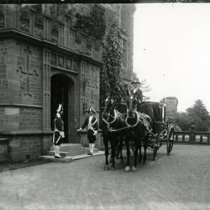 G36-014-01 Horse drawn brougham with two liveried men either side of entrance door to Brockhampton Court.jpg