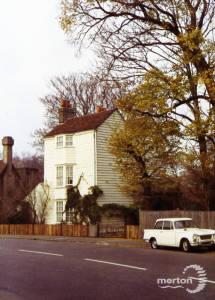 Morden Road, Mitcham: White Cottage next to Surrey Arms