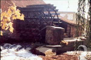 Merton Abbey Mills: Cast iron waterwheel