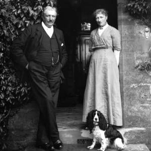 G36-542a-03 Mr George Butters and lady at door of a house with a spaniel .jpg