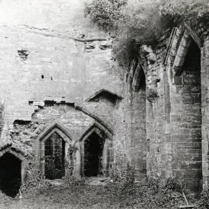 Goodrich Castle, banqueting hall, 1917