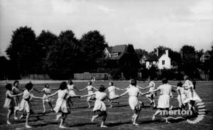 Wimbledon County School for Girls: Country Dancing