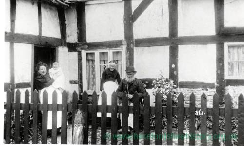 Timber framed house at Woonton