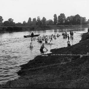 Royal Army Medical Corps swimming in the River Wye, 1916