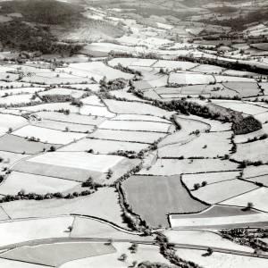 Li14056  Herefordshire - Aerial view - River Monnow SE from Pontrilas Aerofilms 140409.jpg