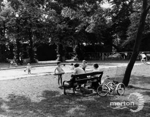 Morden Park: Youngsters in the paddling pool
