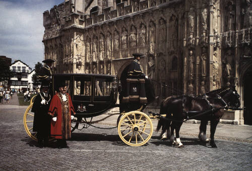 Exeter Mayor with the old sheriff's coach at the west front of Exeter Cathedral