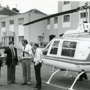RG1877 Men being served drinks by helicopter, 7th July 1983.jpg