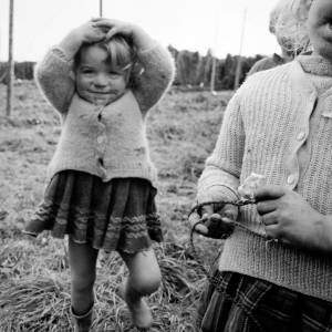 Children in a Hop Yard, Herefordshire