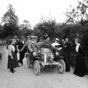 G36-546-01 Group of people in and around a Gladiator motor car.jpg