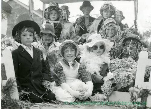 Whitchurch Cubs, Worzel Gummidge float, Whitchurch Fete and Carnival, 18th September 1980.jpg