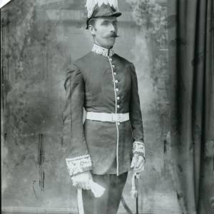 G36-025-13 High Sheriff of Herefordshire or Deputy Lieutenant. Standing, wearing plumed hat .jpg