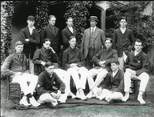 G36-205-11  Hereford Cathedral School cricket team.jpg