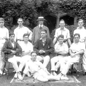 G36-467-03 Hereford Cathedral School cricketers with Dick Shepherd .jpg