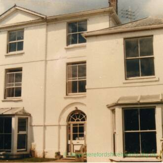 RG4014 Portland House Guest House, Whitchurch, 25th September 1986.jpg
