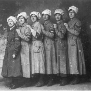 Munitions workers, 6 ladies