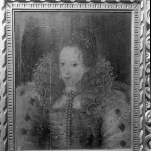 G36-224-15 Portrait of Elizabethan lady wearing stiff lace collars and bejewelled dress.jpg