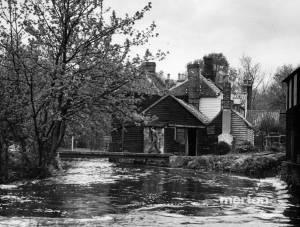 London Road, Mitcham: No. 475-479