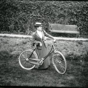 G36-014-08 Lady with a bicycle.jpg