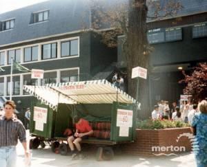 All England Lawn Tennis Club, Wimbledon: Cushion Hire Stand