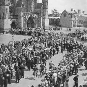 Large procession into the Cathedral