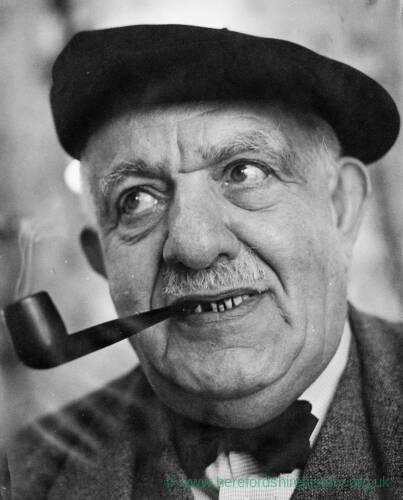 016 - Older man wearing beret and smoking pipe
