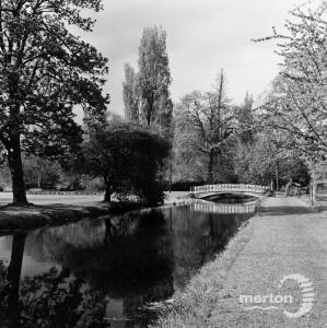 Morden Hall Park : The iron bridge over the River Wandle