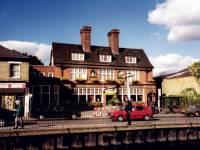 Merton High Street: King's Head Pub