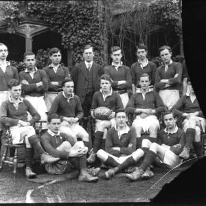 G36-404-13 Hereford Cathedral School rugby team 1922.jpg