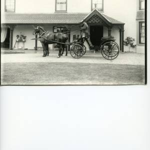 G36-002-01 Victoria  with two dark horses and driver in front of Field Farm House Hampton Bishop.jpg