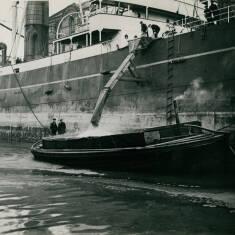 Discharging Grain at Tyne Docks