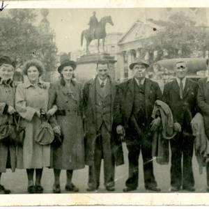 Edith Emily Birt and Dallow families, 1948