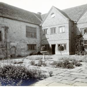 Brinsop Court, Herefordshire, courtyard