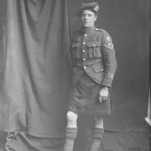 Soldier in uniform, possibly 6th Battalion Queen's Own Cameron Highlanders