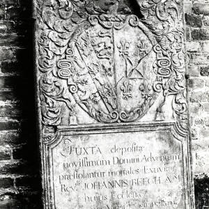 Eye Church, Rev Johannis Beech memorial tablet with coat of arms