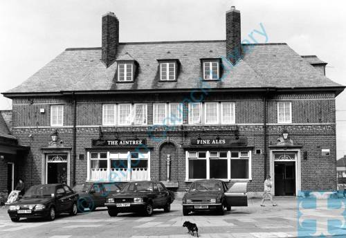"""""""The Aintree"""" public house, Aintree Road, Bootle, 1987"""