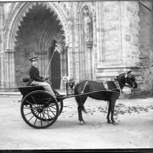 G36-035-12 Horse drawn gig in front of Hereford Cathedral.jpg