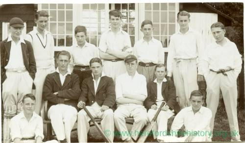 RGE033 - Cricket Team. A group of young boys.jpg