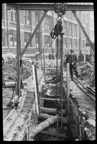 """36"""" main in Gravel Lane, Southwark"""