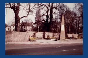 Cricket Green, Mitcham: Obelisk