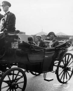 Mitcham Fair opening Ceremony: Mayor in carriage