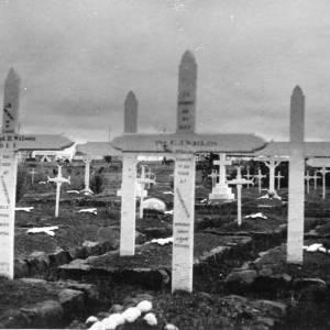 G36-049-07 Military graves, South Africa.jpg