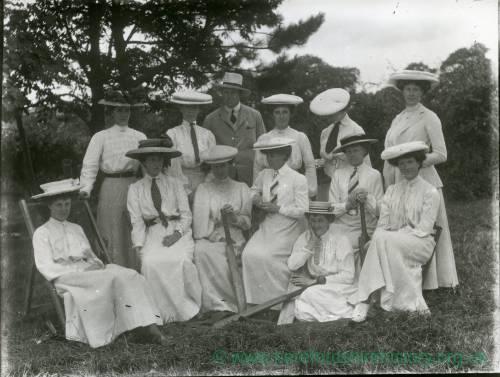 G36-206-18 Ladies' cricket team.jpg
