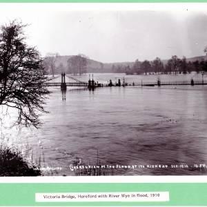 Hereford, Victoria Bridge, flood, Dec 1910