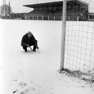 Hereford United groundsman Bill Groves on a snowy Edgar Street pitch in Jan 1972.