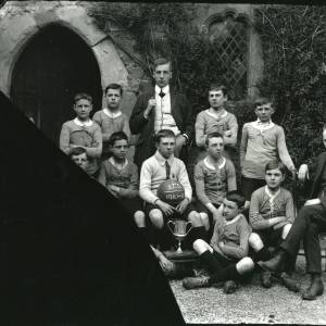 G36-205-05 Blue Coat School football team 1910-1911 & 2 masters.jpg