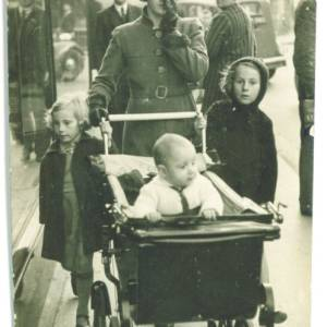 David William Jenkins - Phyllis (David's widow) & the 3 Children outside Burtons, Hereford