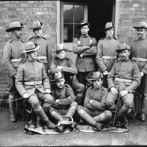 G36-039-03 Soldiers in slouch hats outside the Drill Hall, Friars St. Hereford .jpg